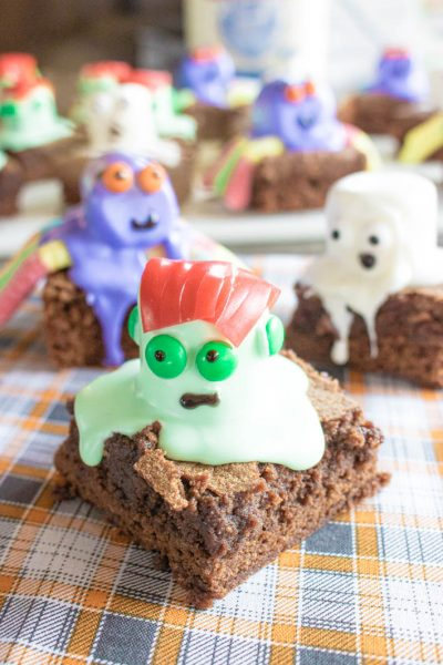 Halloween Marshmallow Brownies #HalloweenTreatsWeek